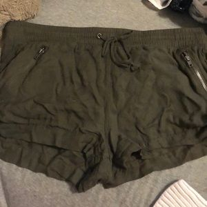 women's army green loose shorts